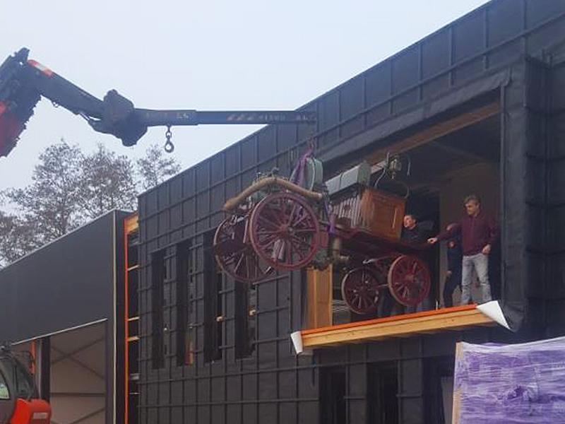 JOUS architecten Joure_historisch voertuig brandweerkazerne Surhuisterveen
